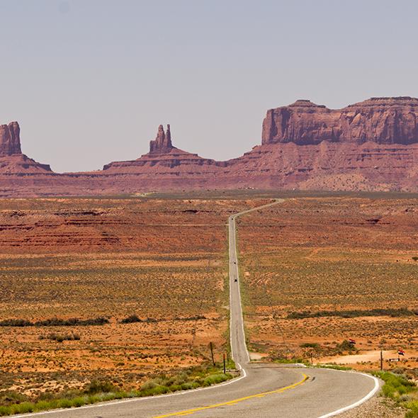 Forrest atravessou todo o território norte-americano, mas nenhum local apresentou um cenário tão bonito quanto o Monument Valley. Foto de Katsrcool, via Wikimedia Commons.