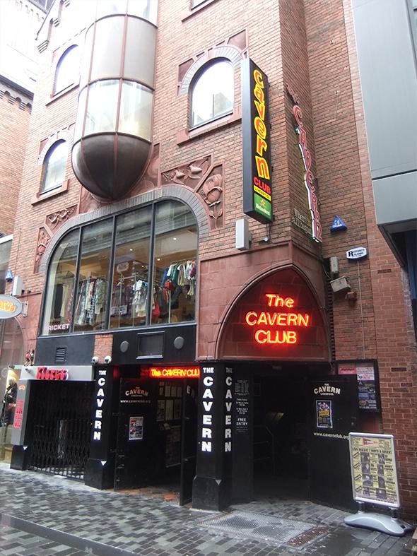 A entrada é franca e a visita é obrigatória aos amantes do pop-rock dos Beatles. Todo o quarteirão é exclusivo aos pedestres, o que facilita e muito a visitação aos pontos turísticos. Foto de Rept0n1x, via Wikimedia Commons.