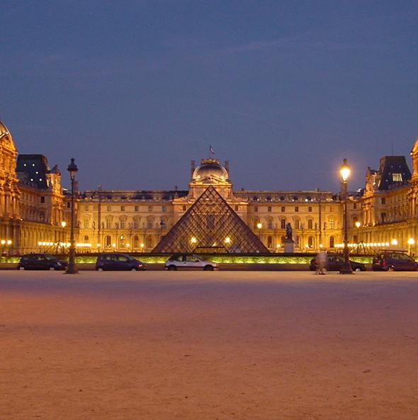 Algumas das obras mais valiosas do mundo estão no Louvre, como a icônica e misteriosa Monalisa. Foto via Wikimedia Commons.