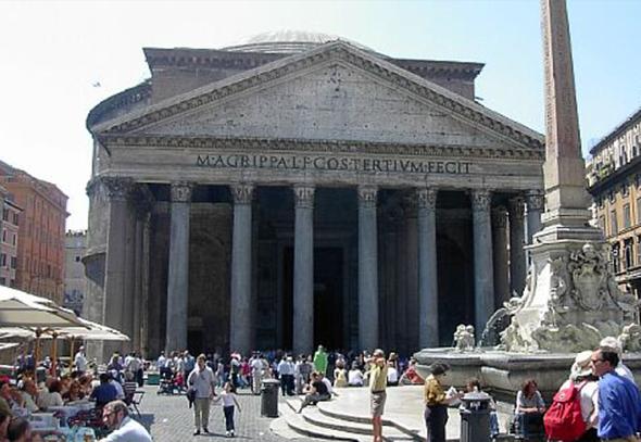 Após um incêndio em Roma, o Panteão original foi deteriorado pelas chamas. Foi em 125 d.C. que o prédio que encontramos hoje foi erguido. Foto via Wikimedia.