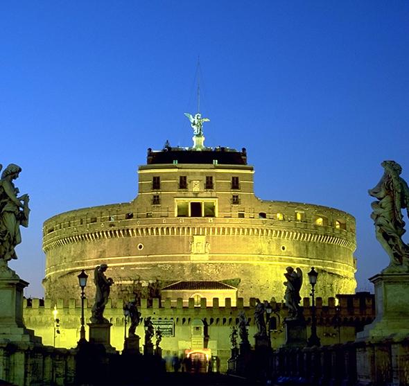 Um verdadeiro presente romano para o mundo. É impossível não se encantar com o Castelo Sant' Angelo. Foto de Andreas Tille, via Wikimedia Commons.