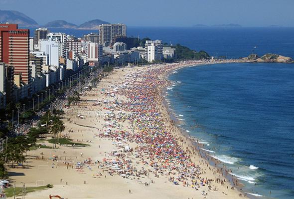 """Só de olhar para Ipanema já lembramos da música: """"Olha que coisa mais linda, mais cheia de graça..."""" Foto via Wikimedia Commons."""